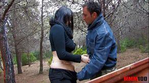 Pozostają dla aplikacji randkowej, aby uprawiać seks analny w lesie