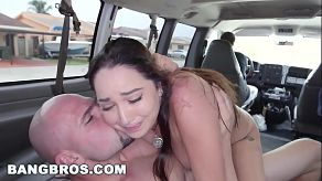 Karlee Grey uprawia seks w samochodzie