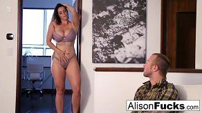 Alison Tyler uwielbia soczyste i duże kutasy