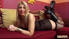 Seks bomba Love Crystale wykonuje casting porno
