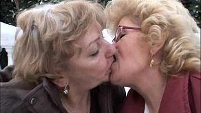 Złośliwe babcie cieszą się nawzajem wibratorami i seksem oralnym